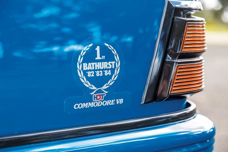 hdt vk commodore badge