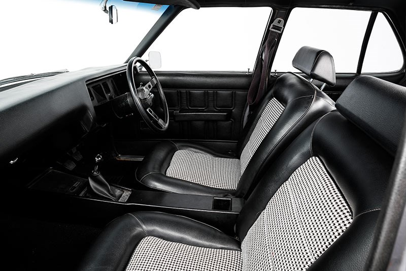 holden hq ss interior front 2