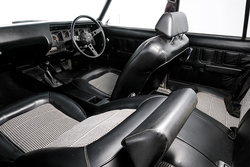 holden hq ss interior front 3