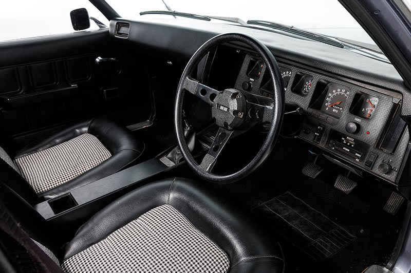 holden hq ss interior front
