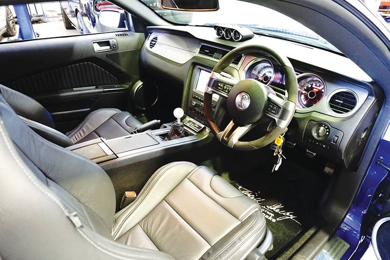 ford mustang interior 2
