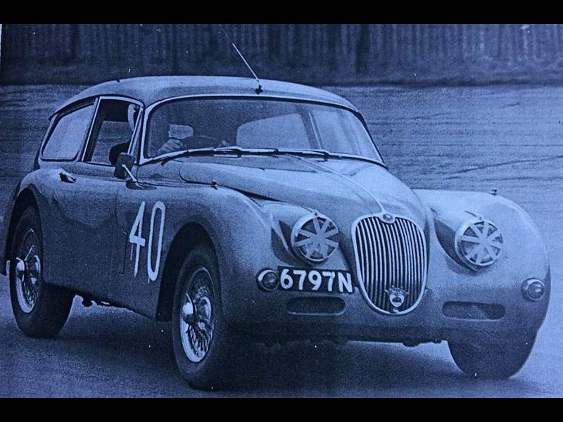 jaguar xk150 tow car race