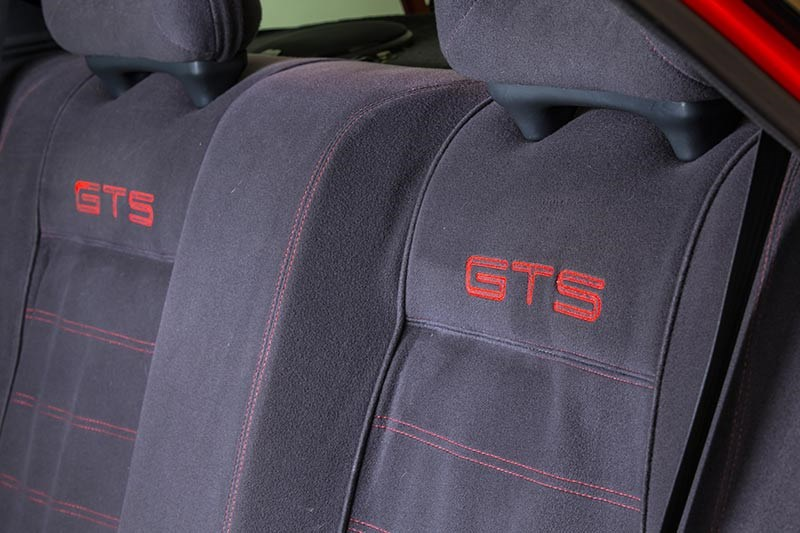 nissan skyline rear seats 2