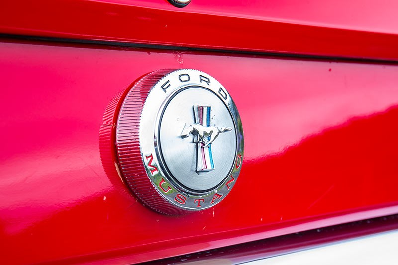 ford mustang badge