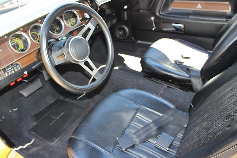 dodge challenger interior