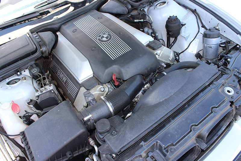 bmw 540 engine bay
