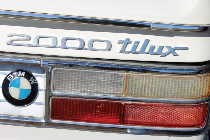 bmw 2000 badge