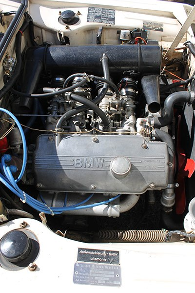bmw 2000 engine bay