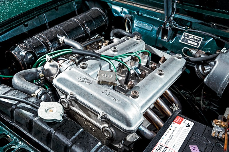 Alfa Romeo Giulia engine old