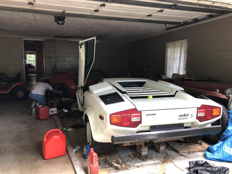 Girl unearths Grandparents\u0027 Lamborghini Countach and Ferrari 308