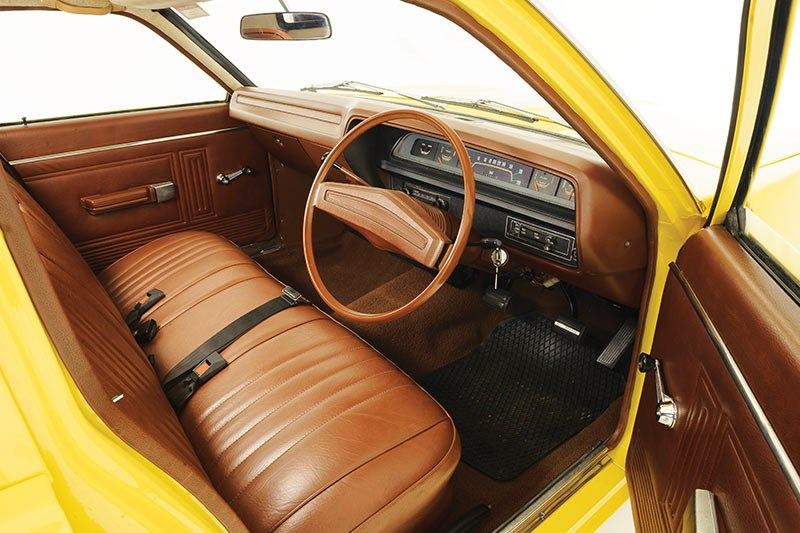 chrysler valiant interior front 2