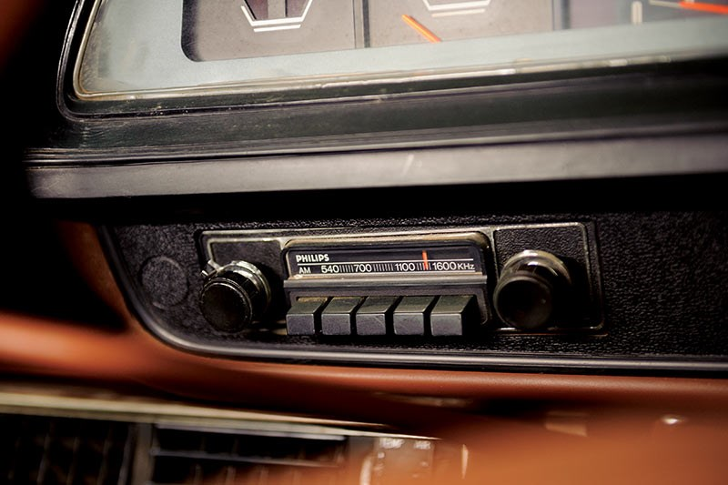 chrysler valiant radio