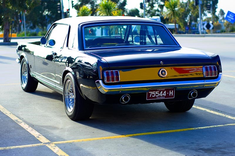 ford mustang black rear