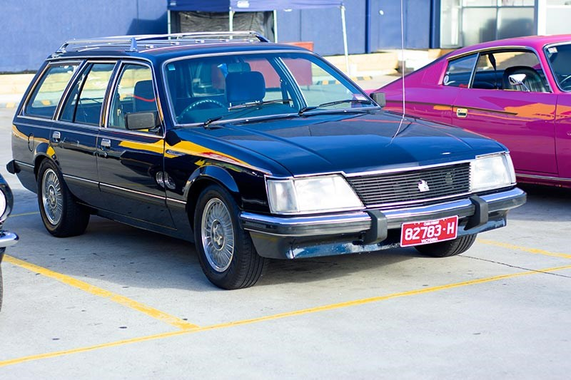 holden commodore vh wagon front