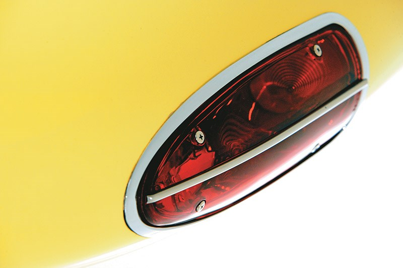chevrolet corvette tail light