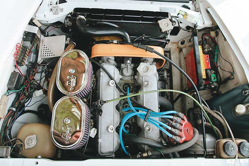 fiat 124 spyder engine bay