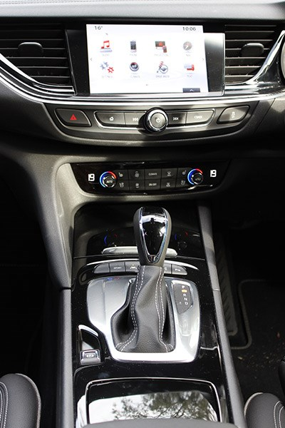 holden commodore zb console