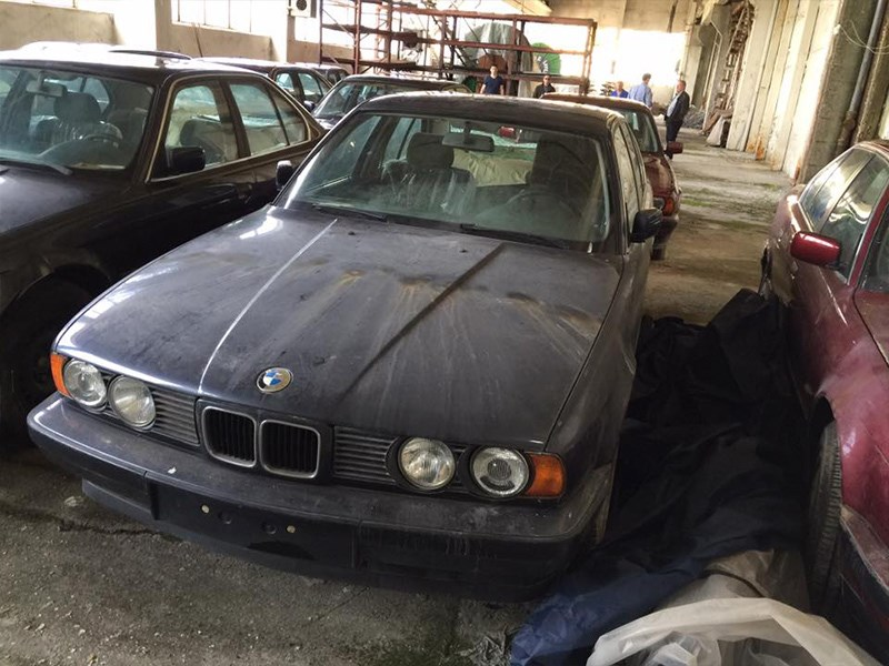 BMW E34 Barn Find single front