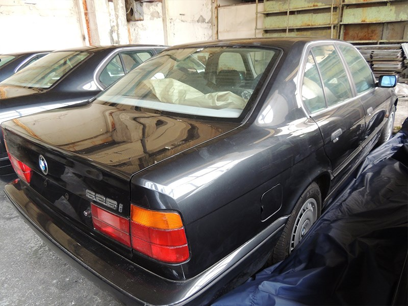 BMW E34 Barn Find single rear
