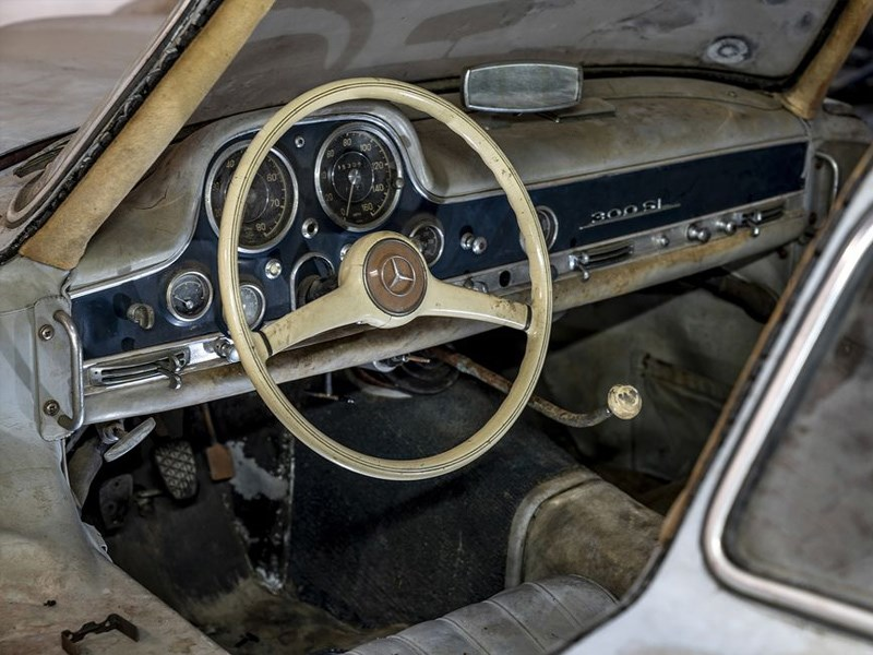 Barn find 300SL chassis 43 interior