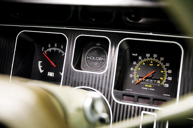holden hq dash