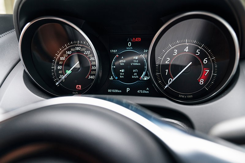 jaguar f type svr dash