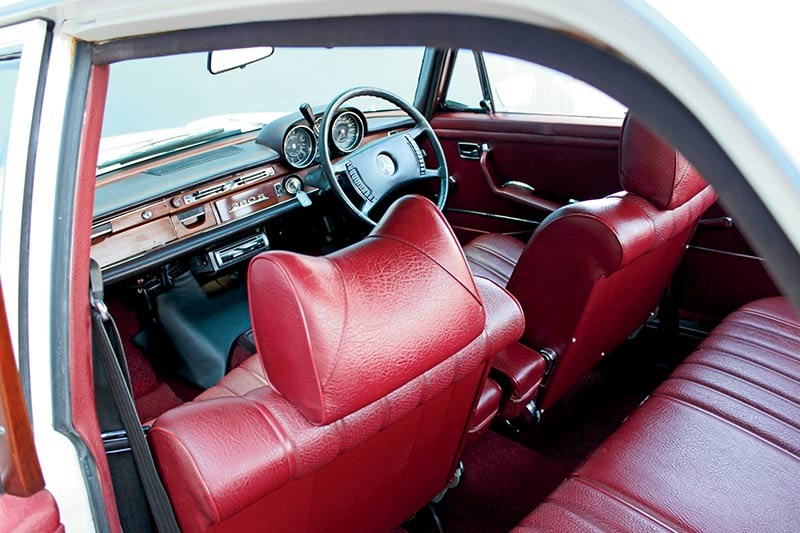 mercedes benz 280s interior