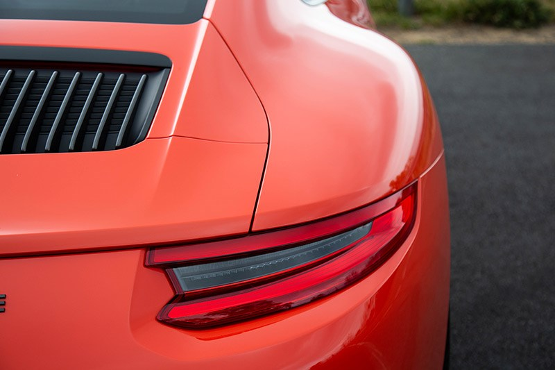 porsche 911 tail light