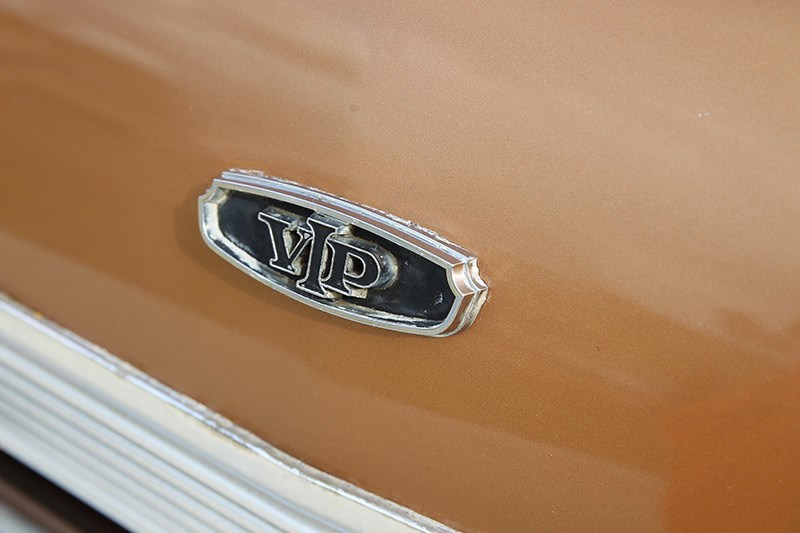 chrysler valiant vg badge