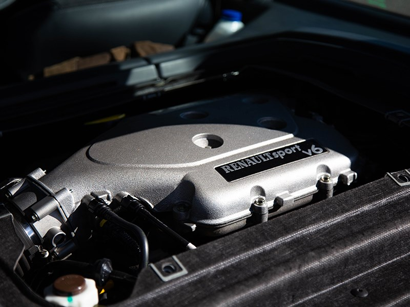 Renault Clio V6 engine