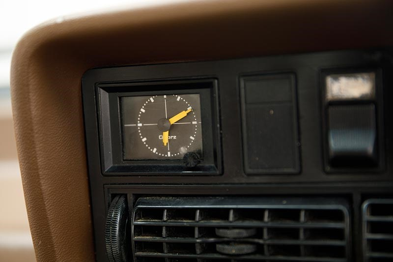 holden commodore vh clock