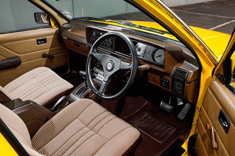 holden commodore vh interior 2