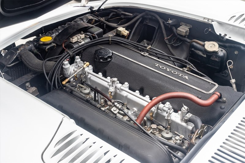 Toyota 2000GT engine