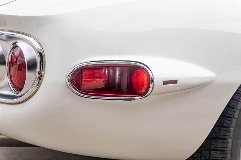 Toyota 2000GT rear indicators