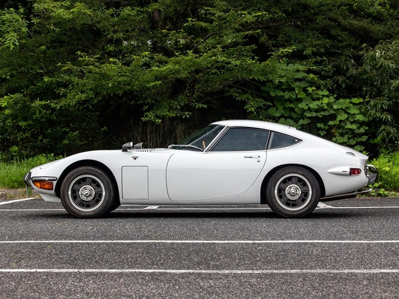 Toyota 2000GT side