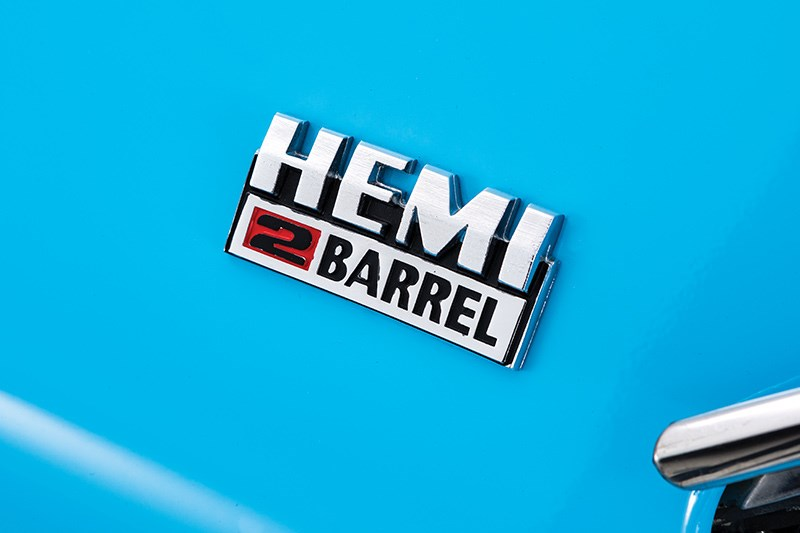 valiant hemi badge