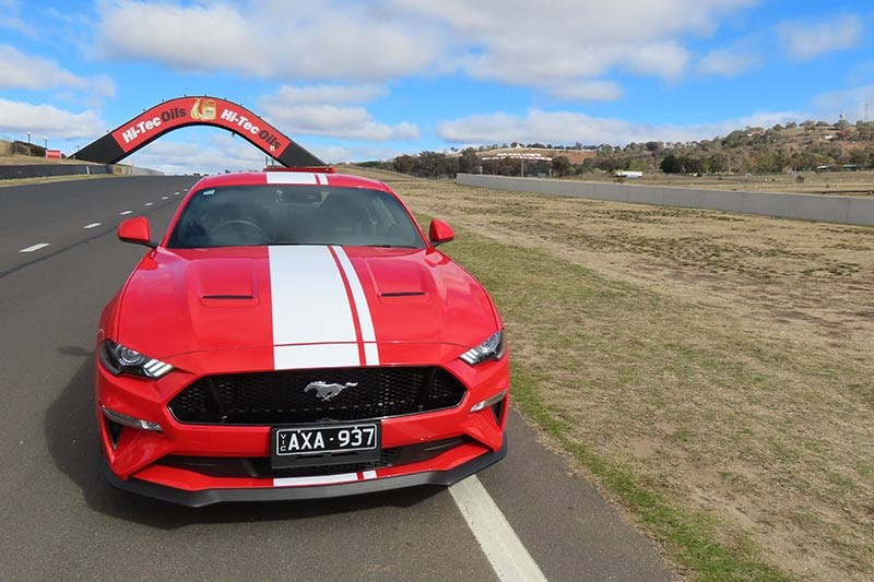 ford mustang at bathurst 2