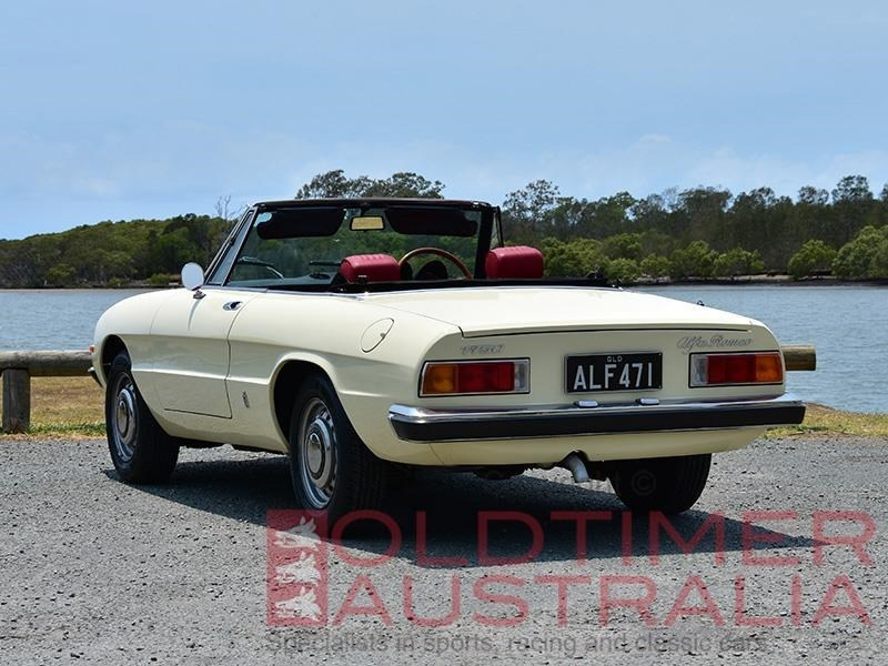 Alfa Romeo Spider 1750 rear side