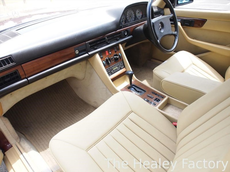 W126 500SEL interior front