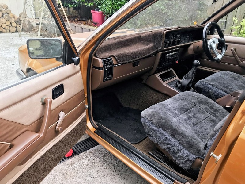 VH Commodore wagon interior