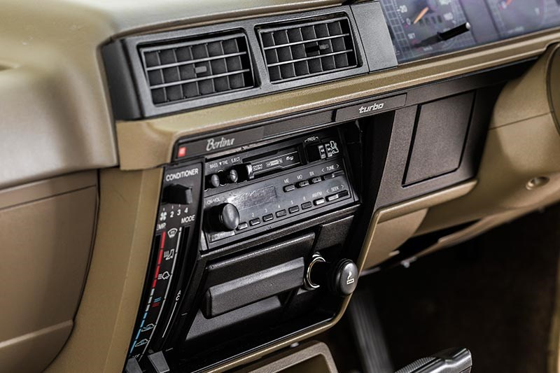 holden vl commodore console