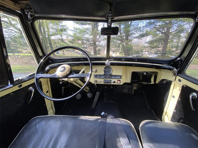 Willys Jeepster interior