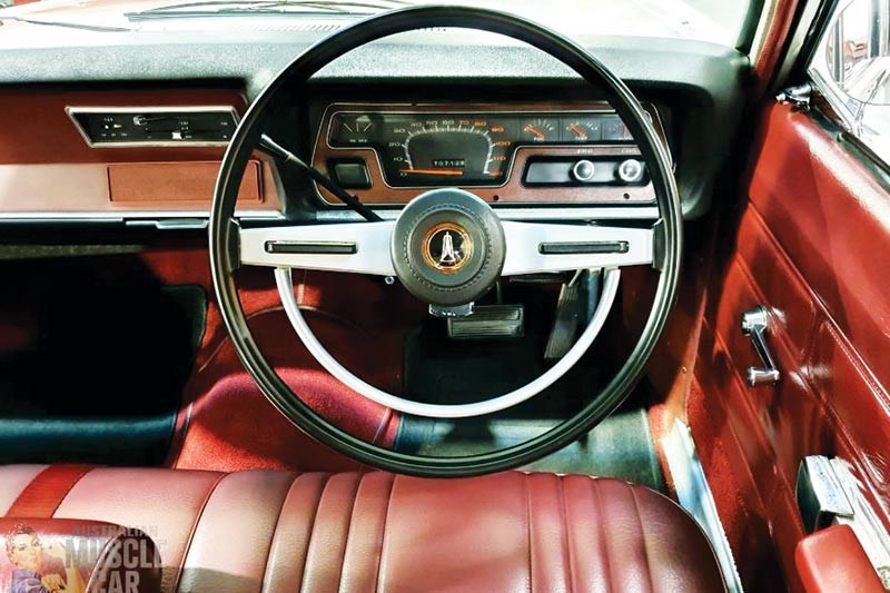 valiant vg regal interior