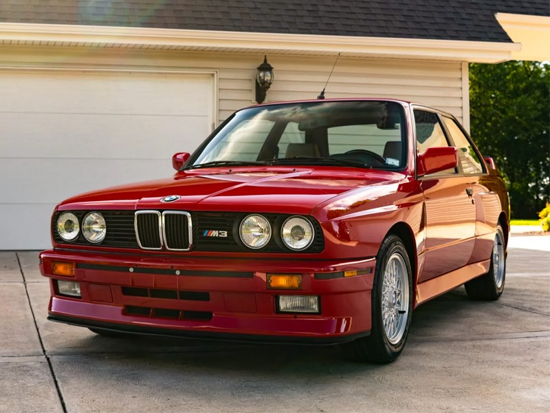 BMW E30 M3 front side