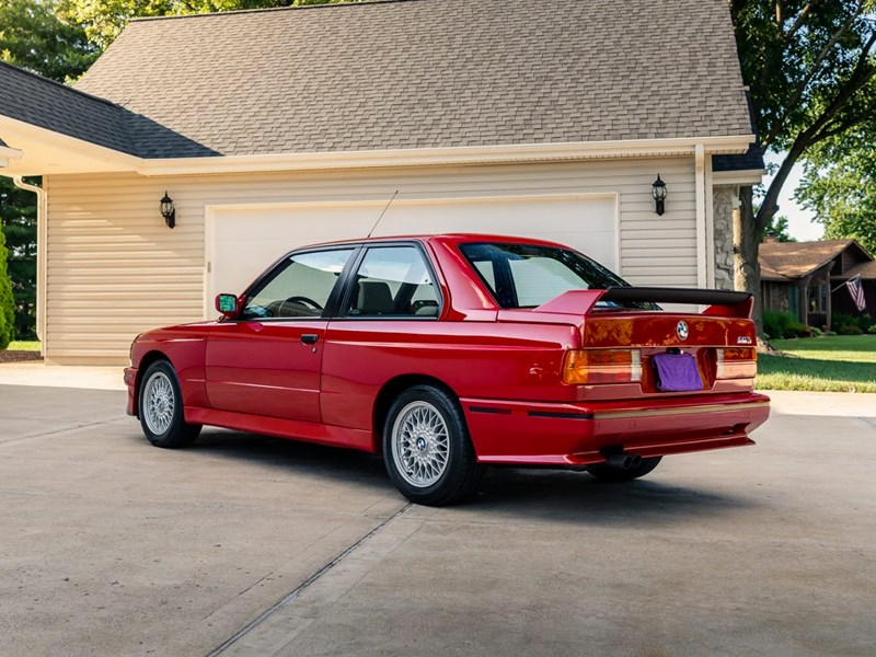 BMW E30 M3 rear side