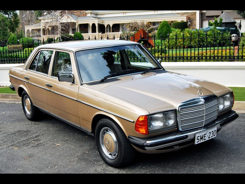 W123 front side