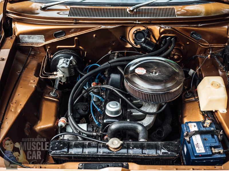 VJ Valiant engine