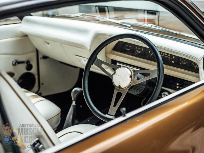 VJ Valiant interior