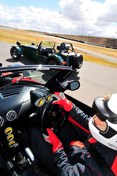 elfin clubman vs caterham svr 200 driving