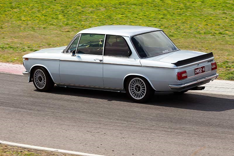 BMW 2002 motion side